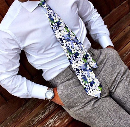 tie with flowers